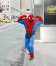 Spiderman dans la ville Photos libres de droits