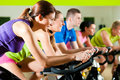 Spinning im Fitnessstudio Royalty Free Stock Photos