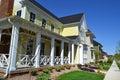 Splitterny gult hem för new england stilcape cod dröm Arkivbilder