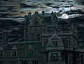 Spooky moon rise over old house Royalty Free Stock Photos