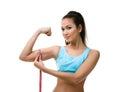 Sporty kobieta mierzy jej bicep Fotografia Royalty Free