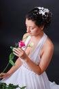 Sposa con il fiore da sopra Fotografia Stock