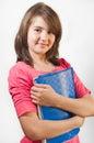Ståenden av att le den teen flickan rymmer böcker isolerade Royaltyfri Foto