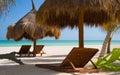 Stühle auf einem ursprünglichen Strand Lizenzfreie Stockfotografie