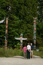 Stanley park vancouver b c canada a family admires totem pole display Stock Photography