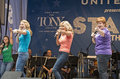 Stars in the alley actresses alison ewing judy mclane and mary callanan bring down house with dancing queen closing number at Stock Photo