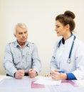 Starszy mężczyzna przy doctors biurowymi Fotografia Royalty Free
