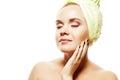 Stenmassage på white härlig flicka med ginger hair with closed eyes Arkivfoton