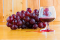 Still life red wine and grapes Royalty Free Stock Photo