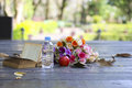Stock photo a bouquet of flower on grunge wood table Stock Image
