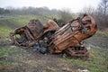 Ukradnutý spálený von autá na hrana z mokrade príroda rezerva