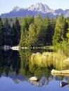 Kamene a jazero vo Vysokých Tatrách