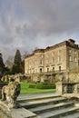 Stort hus för landsengelskaträdgård Royaltyfri Bild
