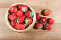 Strawberries on chopping board Royalty Free Stock Images