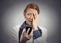 Zdůraznil žena šokován zpráva na