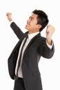 Studio-Portrait des chinesischen Geschäftsmannes feiernd Stockfoto