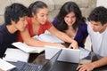Študovať skupina z viac etnický študenti