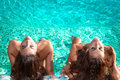 Sunbathing no swimmingpool Imagem de Stock Royalty Free