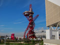 Super jolly london olympics games arcelor mittal tower en olympisch stadion Stock Afbeelding
