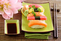 Sushi traditionnels de nourriture du Japon Images libres de droits
