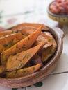 Sladký zemiakov kliny paradajka