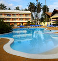 Swimming pool and accommodation at tropical resort Stock Images