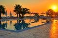 Swimmingpool am Sonnenaufgang Stockfotografie