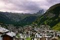 Švýcarský středisku z hora na zakalený