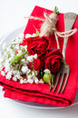 Table setting with red roses, napkins and vintage crockery Stock Photography