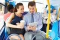 Tabuleta de and woman using digital do homem de negócios no  nibus Imagens de Stock