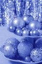 Tarjeta de navidad azul con las bolas fotos comunes Imagen de archivo