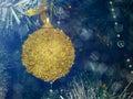 Tarjeta de navidad con la bola de la navidad fotos comunes Imágenes de archivo libres de regalías