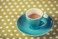 Tasse d un coffe sur la couverture de point de polka Images libres de droits