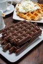 Chutný dezert vafle čokoláda a šľahačkou krém