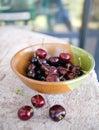 Tazón de fuente de cerezas del verano Foto de archivo libre de regalías