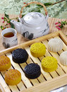 Tea eat moon cake Royalty Free Stock Images