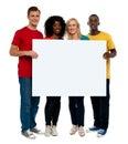 Team von whiteboard Holding der jungen Leute Stockfotografie