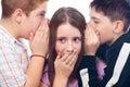 Dospívající chlapci a klábosení
