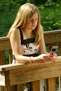 Teenage girl using cell phone Royalty Free Stock Photography