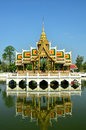 Thai Palace is reflected in the water Royalty Free Stock Images