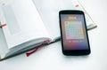 Téléphone portable moderne avec le calendrier pour Photos stock