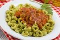 Tortellini met Saus Marinara Stock Foto's