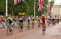 Tour de france in london uk – july cyclists arrive at the mall approaching the finish line of the third stage of the Stock Photos