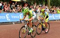 Tour de france in london uk – july cyclists arrive at the mall approaching the finish line of the third stage of the Royalty Free Stock Images
