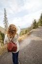 Dívka, turista v horách