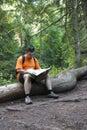 Turista číta mapu