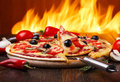 Traditionell italiensk pizza Royaltyfri Foto