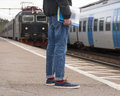 Train de attente d homme Photographie stock libre de droits