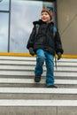 Cestovať z chlapec na vlak stanica kroky
