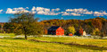 Tree and barn on the battlefield at Gettysburg, Pennsylvania. Royalty Free Stock Photo